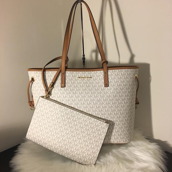 32a1dea4eb Michael Kors Bags | 2pcs Vanilla Large Carry All Lv Purse | Poshmark